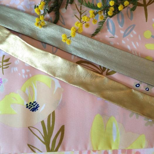 doublegaez-doublegazedecoton-tissufleuri-biaisimilicuir-biais-mimosa-diy-coutureaddict-clisson-merceriecreative-mercerie.jpg