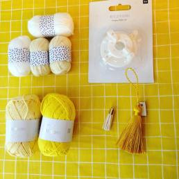 pompon-pomponmaker-minipelote-pelote-tissus-tissusaddict-couture-coutureaddict-customisation-diy-mercerie-merceriecreative