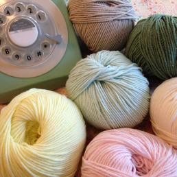 tricot-tricotaddict-pelote-coutureaddict-libertyaddict-adelajda-libertyadelajda-libertykatieandmilie-vintagetelephone
