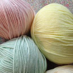 tricot-tricotaddict-pelote-coutureaddict-libertyaddict-adelajda-libertyadelajda-libertykatieandmilie-vintagetelephone1