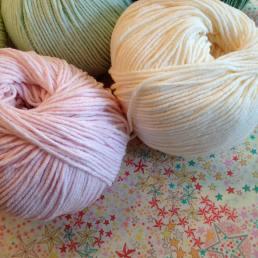 tricot-tricotaddict-pelote-coutureaddict-libertyaddict-adelajda-libertyadelajda-libertykatieandmilie-vintagetelephone2